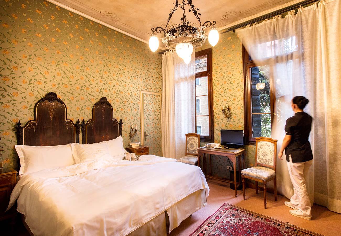 Rooms hotel flora official website best rate guarantee for Design hotel venezia